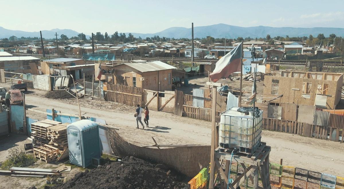 En solo dos años, la cantidad de familias viviendo en campamentos aumentó en un 73,52% según un catastro realizado por TECHO-Chile y Fundación Vivienda. El estallido social y la pandemia profundizaron el fenómeno.